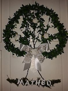 Christmas Wreaths, Holiday Decor, Home Decor, First Communion, Holiday Decorating, Tree Structure, Do Crafts, Ideas, Photo Illustration