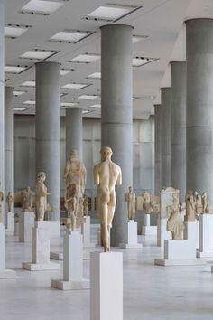 Das Acropolis Museum, Athen, designt von Bernard Tschumi Architects. Eine sehr schlichte Präsentation von Skulpturen.