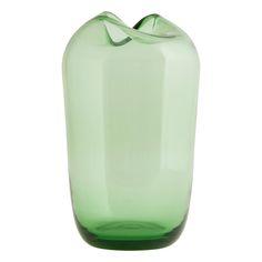Elegantní váza Wave z barevného skla od dánské firmy House Doctor. Výška vázy: 23 cm. Průměr vázy: 15 cm.