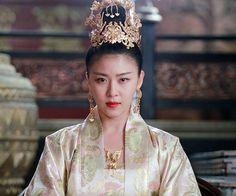 奇皇后 Korean Hanbok, Korean Dress, Korean Traditional, Traditional Outfits, Korean Actresses, Actors & Actresses, Teen Fashion, High Fashion, Costumes