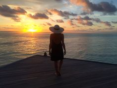 Travel Fashion Blog Lifestyle Summer Maldives Summer Sunset Scene Sea Shadow