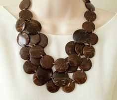 Coconut Necklace Leaf Crafts, Diy Crafts, Coconut Ideas, Coconut Shell Crafts, Shelled, Bone Carving, Gourd Art, Shell Pendant, Wooden Jewelry