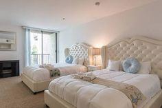 Échale un vistazo a este increíble alojamiento de Airbnb: ENTIRE HOLLYWOOD FLAT -2 QUEEN BEDS - Departamentos for Rent en Los Ángeles
