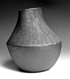 Brushed vase by Lee Daniels Pottery Vase, Ceramic Pottery, Lee Daniels, Black Vase, New Work, Stoneware, Clay, Sculpture, Antiques