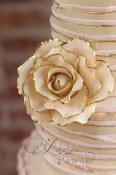 Gold tipped sugar rose Gorgeous Cakes, Amazing Cakes, City Cake, Gum Paste Flowers, Sugar Flowers, Sugar Rose, Gold Tips, Dream Cake, Cake Pictures