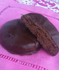 It's Girl Scout Cookie season... thank goodness for an awesome Gluten-Free Thin Mint recipe