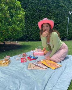 Aesthetic Indie, Summer Aesthetic, Aesthetic Photo, Aesthetic Clothes, Pink Cowboy Hat, Cowgirl Hats, Estilo Indie, Picnic Date, Summer Picnic