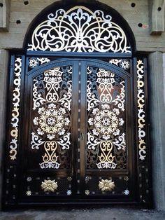 Door for temple Metal Stairs, Metal Gates, Wrought Iron Gates, Grill Door Design, Door Gate Design, Arch Gate, Steel Art, Aluminium Doors, Unique Doors