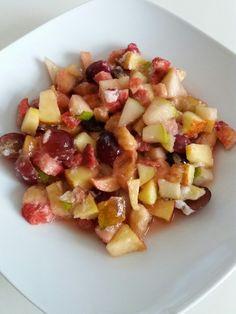 Obstsalat mit Erdbeeren, Trauben, Birne und Äpfel....Lecker