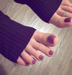 Love how curvy the toes are and how the purple, feminine color compliments the curves and femininity itself-these toes look so sensuous and tantalizing.May I dare say these would keep me staring with a semi in my pants as my foreskin would be throbbing! Pretty Toe Nails, Cute Toe Nails, Pretty Toes, Toe Nail Art, Beautiful Nail Polish, Beautiful Toes, Toe Nail Designs, Nail Polish Designs, Nice Toes