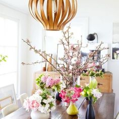 Spring floral arrangements from tulipina in the home of sfgirlbybay. Perfect flower choices for brightening up any space!