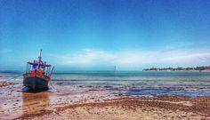 Nossa vontade era de ancorar nessa praia e ficar pra sempre aqui... Que delícia de viagem!  #comospesnomundo #comospesnabahia #Bahia #portoseguro #praia #beach #coroavermelha #Cabralia #sol #mar #viajar #férias #summer #instatravel #instatrip #travelblog #travelgram #blogdeviagens #travelwriter #verão #nordeste #brazil