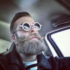 Want to play down goofy eyewear? Grow a goofy beard. Hipsters, Beard Tattoo, Hair And Beard Styles, Facial Hair, Hipster Beard, Hipster Man, Epic Beard, Sexy Beard, Bearded Men