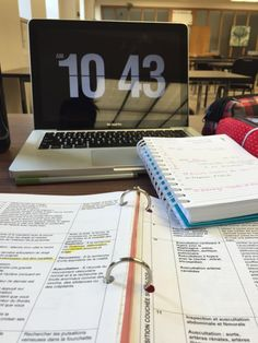 Studying physical examination at the library. College Motivation, Work Motivation, College Notes, School Notes, Study Organization, School Study Tips, Study Hard, Study Notes, Student Life