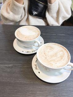 Helsinki Food & Coffee Guide #chailatte #coffee #coffeeshop #cafe #restaurant #helsinki #travel #veganfood #plantbased #finland Coffee Guide, Cafe Restaurant, Bagels, Helsinki, Chai, Raisin, Matcha, Finland, Coffee Shop