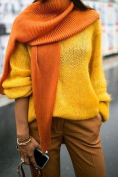 A bright yellow textured scarf against a yellow sweater and mustard yellow pants Mustard Yellow Pants, Yellow Coat, Yellow Sweater Outfit, Yellow Outfits, Colourful Outfits, Mode Monochrome, Sweaters Outfits, Winter Sweater Outfits, Vintage Mode