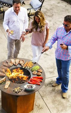 The Arteflame Classic with its tall round base and solid steel cooktop perfectly combines the outdoor Charcoal Wood Grill Griddle into one. Wood Grill, Bbq Grill, Grilling, Bbq Bar, Fire Cooking, Outdoor Cooking, Outdoor Oven, Outdoor Fire, Barbacoa