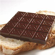 Enric Rovira, Rajoles de Chocolate Negro 70% de Cacao:  Homenaje al pavimento de la entrada a la Casa Amatller del Paseo de Gracia de Barcelona. (3,67€)