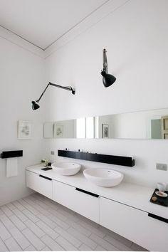 Modern bathroom design -- Black and white decor. | Photo by Gianni Basso