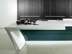 PORCELANOSA has developed a high-tech material for kitchen worktops, resistant to high temperatures and external aggressions Office Furniture Design, Office Interior Design, Office Interiors, Worktop Designs, Executive Office Desk, Dental Office Design, Recycled Furniture, Modern Kitchen Design, Decoration