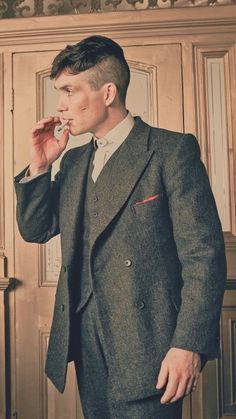 Our goal is to keep old friends, ex-classmates, neighbors and colleagues in touch. Peaky Blinders Grace, Peaky Blinders Season 5, Peaky Blinders Series, Peaky Blinders Quotes, Peaky Blinders Thomas, Cillian Murphy Peaky Blinders, Gangsters, Best Series On Netflix, Estilo Gangster