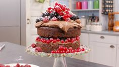 Sjokoladekake med bær Norwegian Food, Different Recipes, Let Them Eat Cake, Hygge, Cooking Recipes, Sweets, Desserts, Cake Ideas, Happy