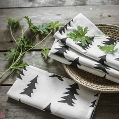 This set with two Gran linen napkins is part of the kitchen collection of the Swedish design brand Fine Little Day.