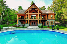 Logs and timber elements combine for a distinctive Ontario home.