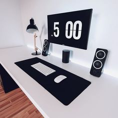 Clean office setup for your minimalist home. Gaming Desk Black, Gaming Desk Setup, Design Studio Office, Recording Studio Design, Office Setup, Office Workspace, Office Ideas, Black And White Office, Black White
