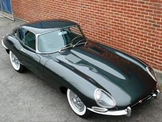 E-Type Jaguar Series 1 Opalescent Dark Green British Sports Cars, Exotic Sports Cars, Classic Sports Cars, Classic Cars, British Car, Jaguar E Type, Jaguar Xk, Jaguar Cars, Jaguar Convertible