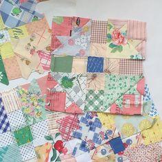 . SAT ☁︎ . Choosing fabrics is most fun 😍  #handmade #patchwork #handpiecing #makingquilts #scrapquilt #colorful #fabric #feedsack #vintagefabric #funtosew #lovely #girlish #girly #ハンドメイド #パッチワーク #キルト作り #スクラップキルト #カラフル #布地 #フィードサック #ヴィンテージ布 #楽しい #配色 #ガーリッシュ #ガーリー #優先順位 #脱線中 #やめられないとまらない .  分かっちゃいるけど、脱線中…😅