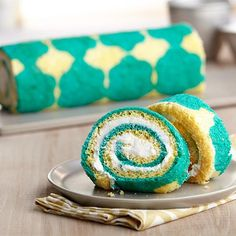 Learn how to make this tiled Roll Cake using our inlay technique. You can use any pattern or draw your own to create a a customized pattern!