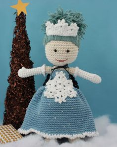 Lily is back and ready for an elegant winter filled with snowy adventures. This fun Lily version includes a sleeveless evening gown, winter princess crown, opera gloves, snowflake appliqué, and even a cape!
