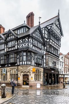A beautiful Tudor-style historic building in Chester, England. This city is full of history and wort Beautiful Buildings, Beautiful Places, Cool Places To Visit, Places To Travel, Uk And Ie Destinations, Bg Design, Tudor Style, Old Buildings, Amazing Architecture