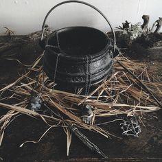 Wiccan Instruments & Tools: Cauldron // Gli strumenti Wicca: Calderone || L'antro della magia http://antrodellamagia.forumfree.it/?t=60414157
