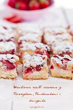 Waniliowe ciasto ucierane z serem i truskawkami