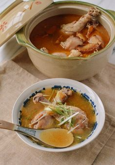 Taiwanese Sesame Oil Chicken Soup (台湾麻油鸡汤) recipe by the Woks of Life Healthy Chicken Soup, Vegetarian Chicken, Chicken Soup Recipes, Korean Chicken Soup, Herbal Chicken Soup, Herb Soup, Recipe Chicken, Sesame Oil Chicken, Confinement Food