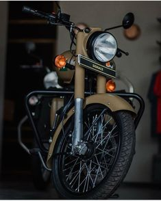 Royal Enfield Classic 350cc, Royal Enfield Wallpapers, Bullet Bike Royal Enfield, Royal Enfield Modified, Black Wallpaper, Iphone Wallpaper, Hd Backgrounds, Kerala, Motorbikes