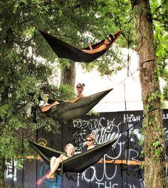 hammocks! Fans at Bonnaroo by Guy Duncan, via Flickr Bonnaroo Music Festival, Festival Gear, Music Festival Fashion, Bonnaroo 2017, Music Festivals, Concerts, Hammocks, Forest Festival, Guy