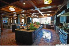 Huge kitchen...I want this soooo bad!