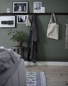 You have a nice living room but no room? And if you partition your living room to create this room you dream? How to create two separate spaces in a room without heavy work? Home Decor Bedroom, Bedroom Diy, Apartment Decor, Bedroom Green, Trending Decor, Bedroom Interior, Interior, Bedroom Inspirations, Remodel Bedroom