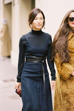 Forget everything you've heard: Black-and-navy outfits are the best. Here are our favorite looks and shopping picks so you can re-create them. Casual Work Outfit Summer, Casual Summer Dresses, Funeral Outfit, Black And Navy, Ladies Dress Design, Her Style, Street Style, Style Inspiration, Clothes For Women