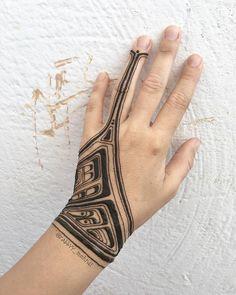 Mind Blowing henna art by@rabbyy_mehndi