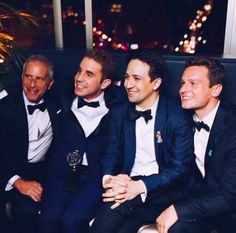 I thought Lin and Groff were holding hands at first XD But I totally love this picture ahhh
