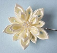 Lace ribbon flower...so pretty! #DIY #floral