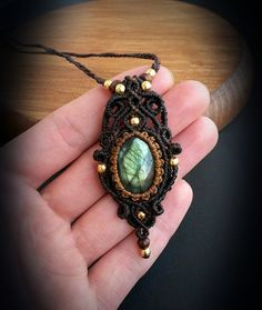 Etsy の Macrame pendant with Labradorite and by EarthBoundMacrame