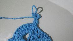 TAPETE RETANGULAR RENDADO EM CROCHÊ COM PASSO A PASSO Gisele, Crochet Projects, Diy And Crafts, Crochet Necklace, Base, Blue Carpet, Crochet Rug Patterns, Crochet Stitches For Beginners, Bedspreads