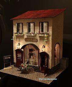 Образ этого домика навеян самым романтичным городом Европы - Парижем. С его цветочными улочками и  кофейнями, французскими булками,  уютными фонариками и Монмартром.