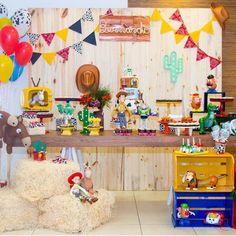 Toy Story Party, a theme that is still a hit! By Mika Nitz Pettersson. - Toy Story Party, a theme that is still a hit! By Mika Nitz Pettersson. Woody Birthday, 2nd Birthday Party Themes, Cowboy Birthday, Kids Party Themes, Toy Story Birthday, 3rd Birthday, Jessie Toy Story, Toy Story Baby, Toy Story Theme