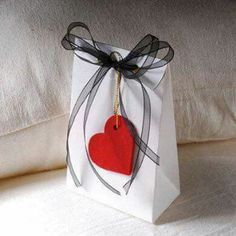 Ideas For Diy Paper Bag Gift Valentines Day My Funny Valentine, Valentine Crafts, Valentine Day Gifts, Valentines, Valentine Decorations, Creative Gift Wrapping, Wrapping Ideas, Creative Gifts, Creative Ideas